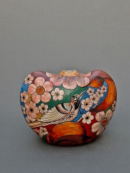 Ceramics vase with bird