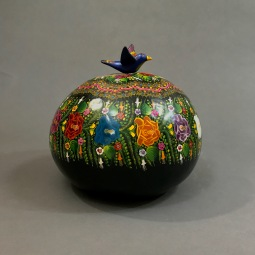 Temalacatzingo Lacquer Gourd by Margarito de los Santos de Jesús